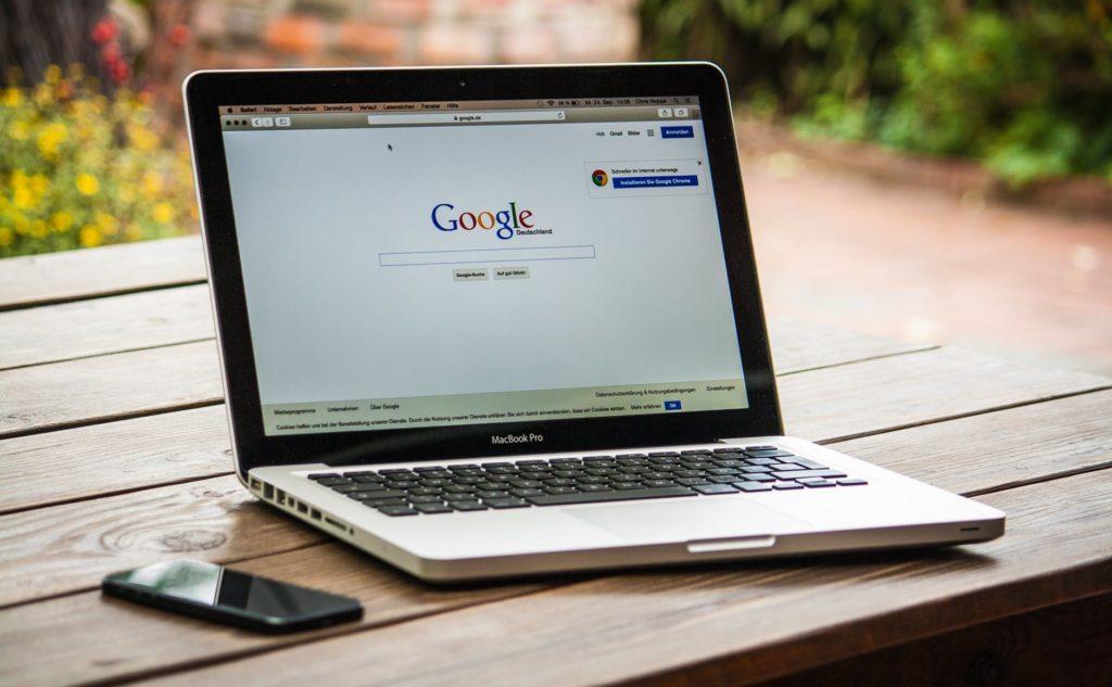 Laptop Google SEO